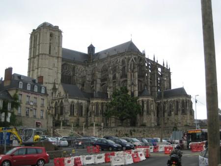 サン・ジュリアンデュ・モン大聖堂_フランス地図ガイドにもないマニアック旅行8スポット