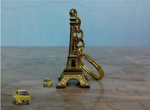 パリのお土産調査!貰って嬉しい超おすすめ10選_キーホルダー