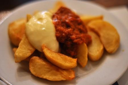 現地で絶対食べたいおすすめスペイン料理10選!パタタスブラバス