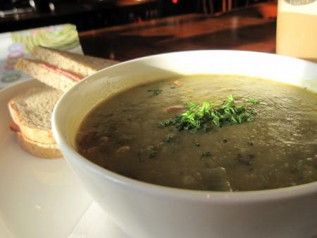 現地で絶対食べたいおすすめオランダ料理11選!エルテンスープ