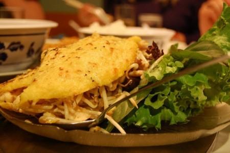 現地で絶対食べたいおすすめベトナム料理10選!バインセオ