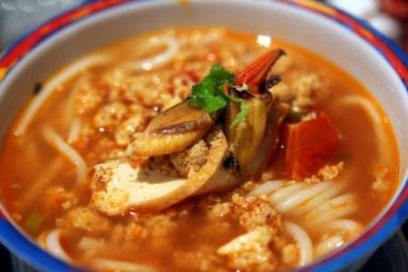 現地で絶対食べたいおすすめベトナム料理10選!ブン ズィウ クア