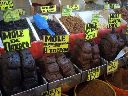 現地で絶対食べたいおすすめメキシコ料理10選!モーレソース