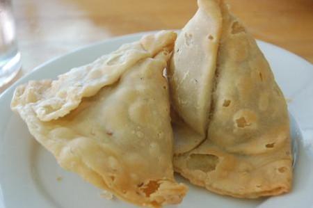 現地で絶対食べたいおすすめネパール料理10選!サモサ