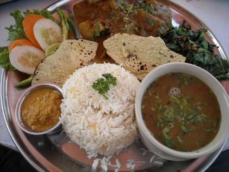 現地で絶対食べたいおすすめネパール料理10選!ダルバート(カナ)