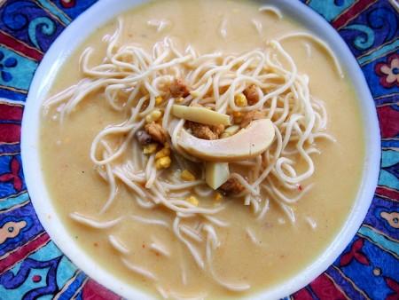 現地で絶対食べたいおすすめミャンマー料理10選!オンノカウスエ