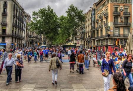 バルセロナ観光!王道からマニアック地まで厳選10スポット_ランブラス通り