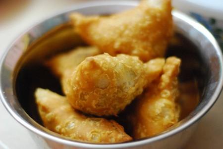 現地で絶対食べたいおすすめインド料理10選!サモサ