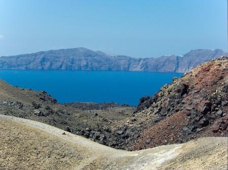 ギリシャのサントリーニ島特集!人々を魅了する8つの理由_ネア・カメニ