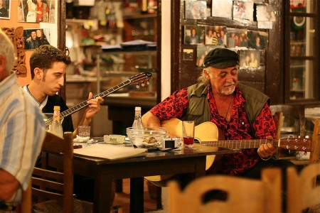 ギリシャのサントリーニ島特集!人々を魅了する8つの理由_人々