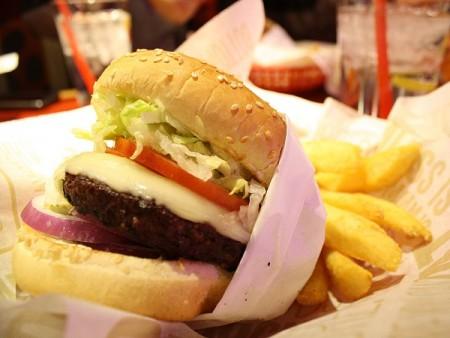現地で絶対食べたいおすすめカナダ料理10選!_ハンバーガー