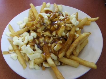 現地で絶対食べたいおすすめカナダ料理10選!_プーティーン