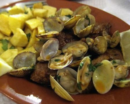 現地で絶対食べたいおすすめポルトガル料理10選!_カルネ・ド・ポルコ・アレンテジャーナ