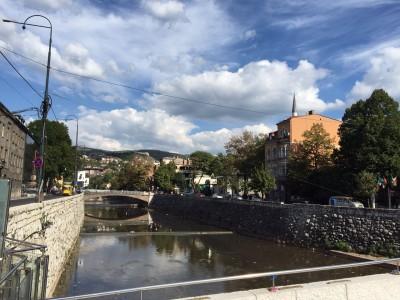 ボスニア首都サラエボを快適に観光するための8個のコツ_ミリャツカ川