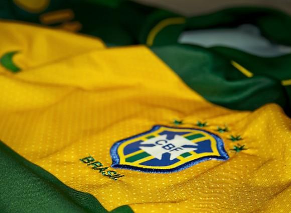 サッカーブラジル代表ユニフォームに隠された6つの国民の思い