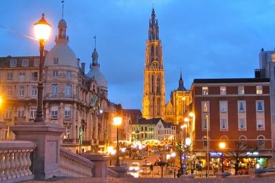 現地ベルギーでクリスマスを堪能するための7つのコツ_アントワープのクリスマスマーケット