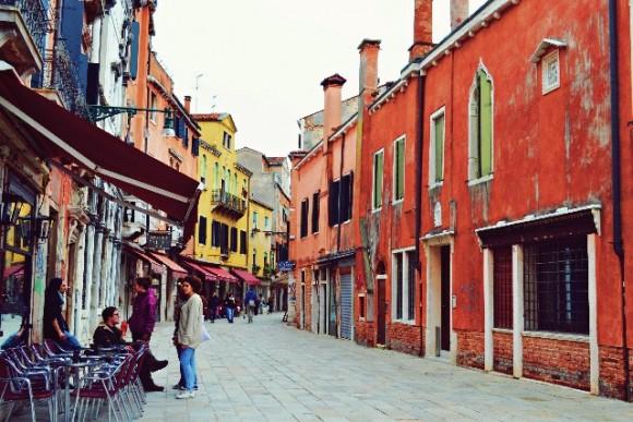 イタリアでショッピングするとき役立つイタリア語12選!