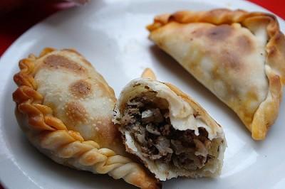 現地で絶対食べたいおすすめアルゼンチン料理10選!エンパナーダ