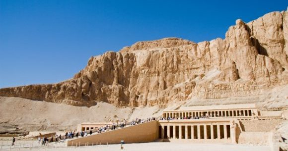 エジプトで英語は通じる?旅行前に知るべき7つのポイント!