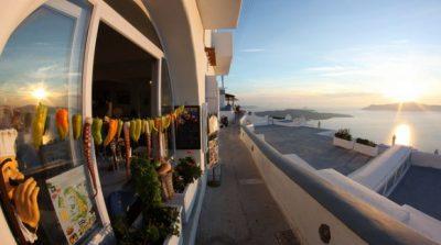 ギリシャ・サントリーニ島で絶対行きたいカフェ・レストラン10選!MAMA THIRA