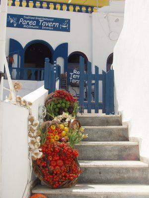 ギリシャ・サントリーニ島で絶対行きたいカフェ・レストラン10選!Parea Tavern