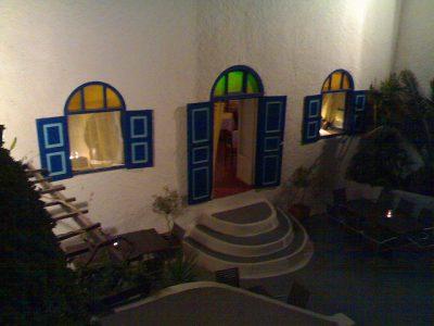 ギリシャ・サントリーニ島で絶対行きたいカフェ・レストラン10選!Skiza Cafe