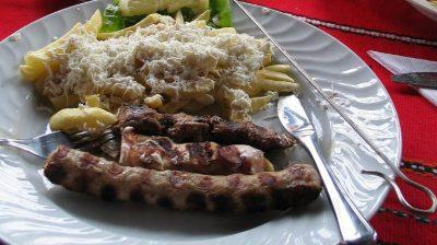 ヨーグルトだけじゃない!現地で絶対食べたいおすすめブルガリア料理10選!ケバプツェ