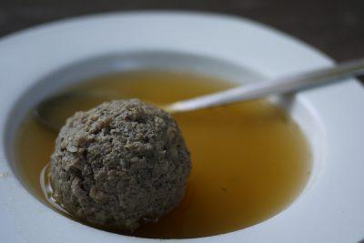 現地で絶対食べたいおすすめオーストリア郷土料理10選!レバークヌーデルズッペ