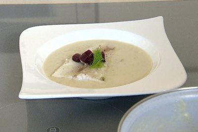 現地で絶対食べたいおすすめスイス料理10選!白ワインのスープ