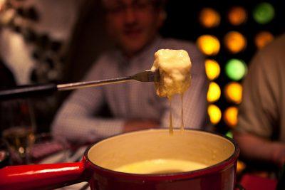 スイスのクリスマスはどんな感じ?6つのおもしろ豆知識!チーズフォンデュ