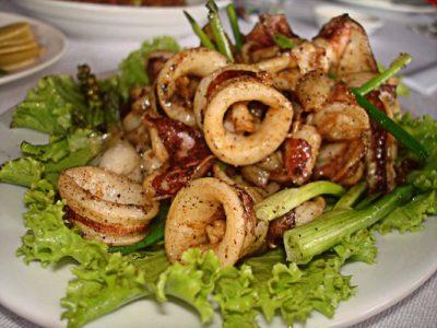 現地で絶対食べたいおすすめカンボジア料理10選!イカの青胡椒炒め