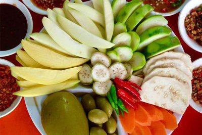 現地で絶対食べたいおすすめカンボジア料理10選!青マンゴーのサラダ