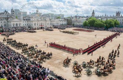 イギリスの4月、5月、6月おすすめ人気イベント特集!トルーピング ザ カラー