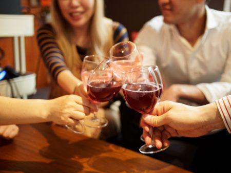 英語で乾杯!パーティーや飲み会でそのまま使える10フレーズ!1